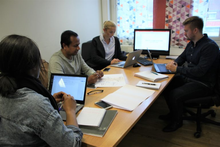 GROUPWORK: Ugochi Okoroafor, Mesbah Uddin Suruj, Daniel Thomassen and Emilie Ulvin Pedersen is working on a case where they have to find a new way to work in a bank.