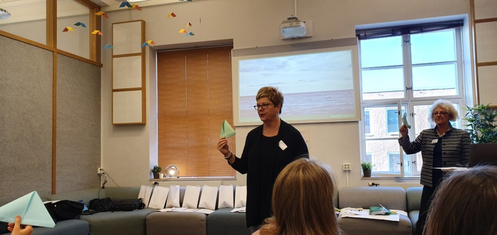 Heidi Neck and Candida Brush illustrating how educators can integrate creative play and games as part of teaching entrepreneurial mindset. Photo: Jørgen Flint